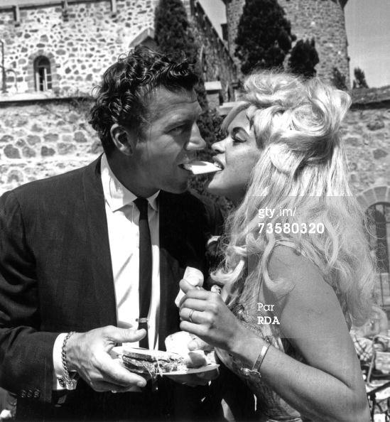 jayne-1964-05-09-cannes-with_mickey-1