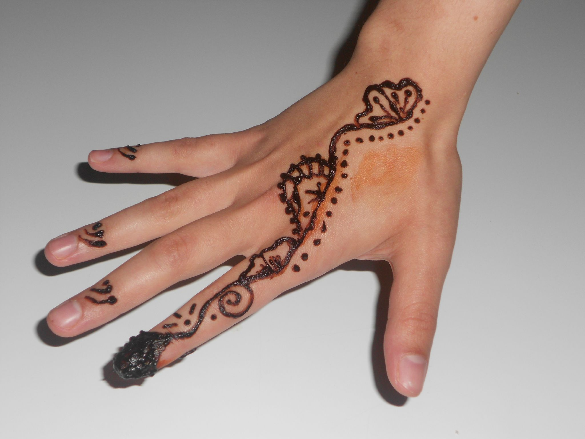 Henna simple et facile - Dessin henne main ...