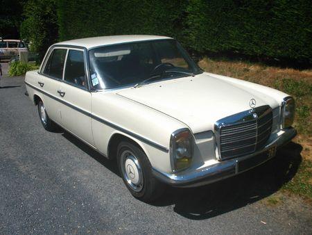 Mercedes240DW115av