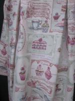 Manteau AGLAE en toile de coton imprimé Salon de thé rose, fermé par un noeud de coton violine (1)