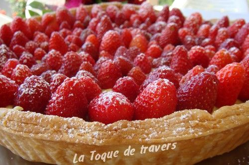 tarte feuillet e aux fraises pour f ter les mamans la toque de travers. Black Bedroom Furniture Sets. Home Design Ideas