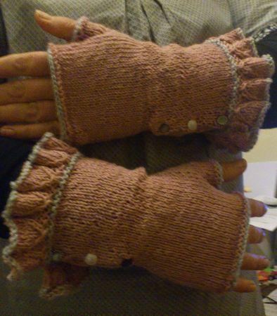 Belle Ruffle Gloves