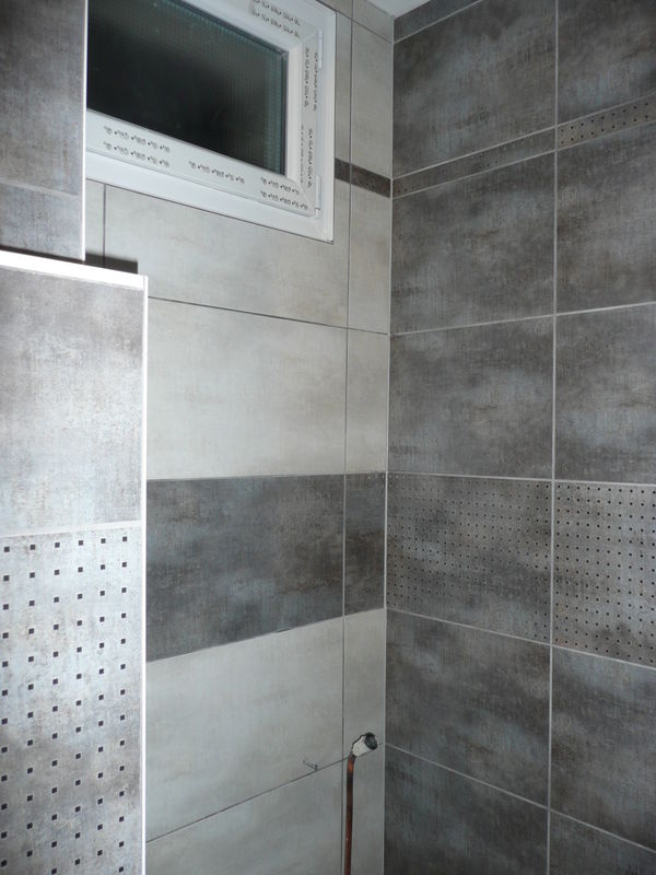 La salle de bain de vidgie home swap home for Photo de salle de bain carrelage gris