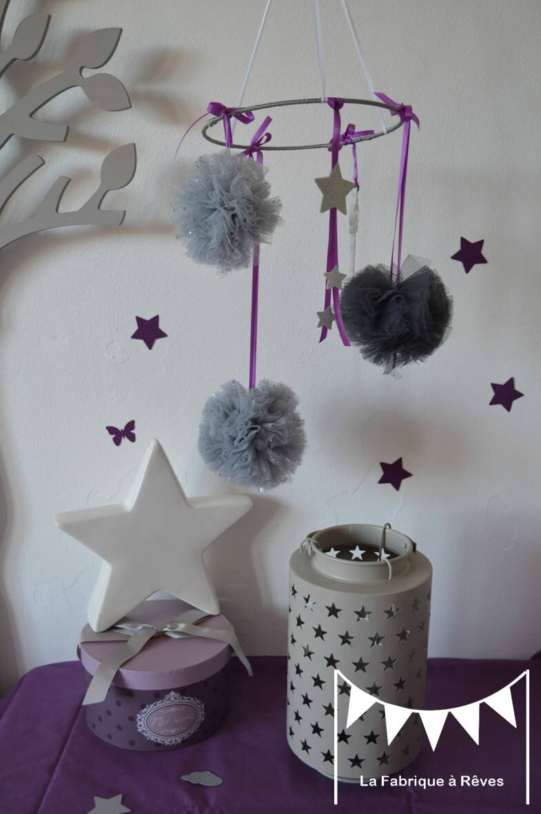 mobile pompons tulles toiles gris argent violet d coration chambre enfant b b fille violet. Black Bedroom Furniture Sets. Home Design Ideas