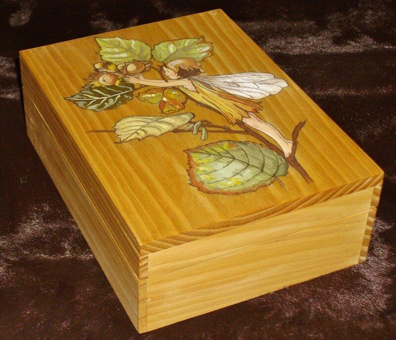 Fée des noisetiers (boîte bois)