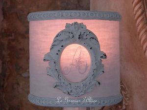 Abat jour blanc shabby moulure ornement monogramme decoration de charme 1