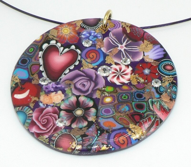 Grand pendentif tons multicolore fond violet feuille d'or
