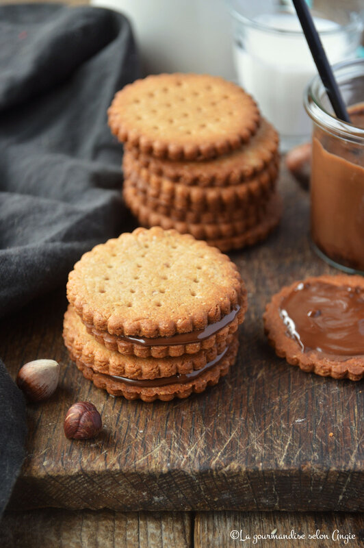biscuits vegan à la noisette fourrés chocolat façon prince (1)
