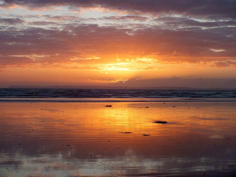 plage-sainte-anne-la-palud-finistere-baie-douarnenez-bretagne-atlantique-vagues-pipit-char-a-voile-coucher-soleil-mouettes (10)