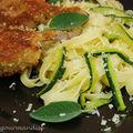 Côtes d'agneau panées au parmesan, tagliatelles aux courgettes et à la sauge
