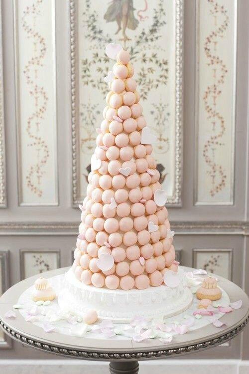 pièce-montée-dessert-macarons-mariage