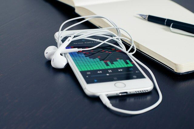 Fun-and-Free-Music-Makers-for-iPhone-and-iPad