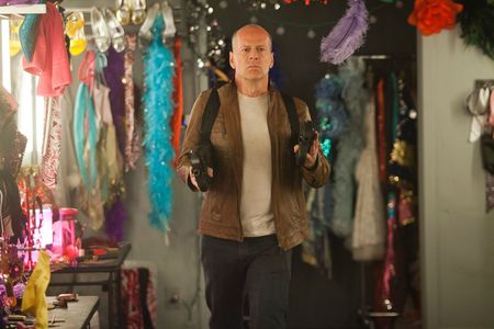 Bruce-Willis-in-Looper-2012-Movie-Image-3