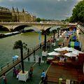 Paris-plage sur les quais de Seine.