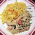 Blanquette de poulet à l'amande , aux asperges et tomates cerises, pâtes sans gluten.