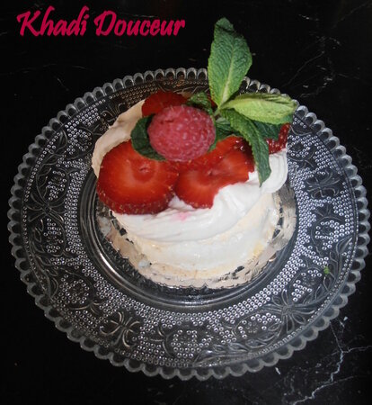 Mini_pavlova_fruit_rouge_ganache_chocolat_blanc_1
