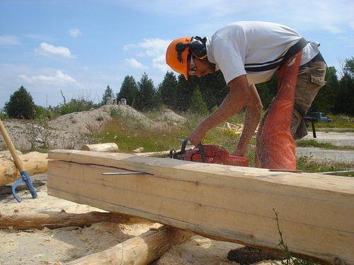 Canada, fabrication d'une maison en fuste