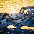 En galice avec des voitures anciennes