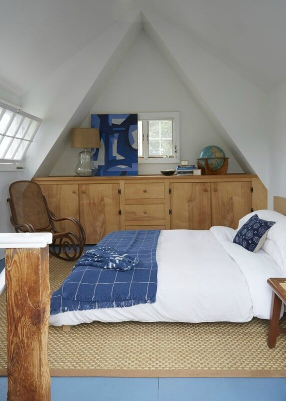 glenn-ban-stephen-johnson-provincetown-bedroom-733x1026
