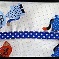 25. imprimé chats, bordure bleu marine à pois