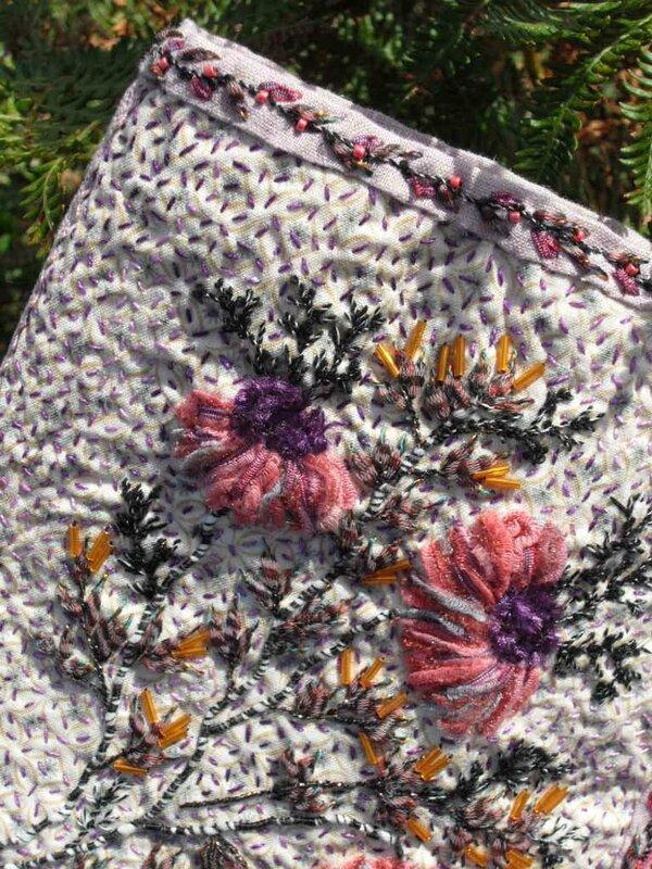 purple détail broderie bords