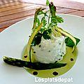 Blanc manger et cœur coulant sur crème d'asperge