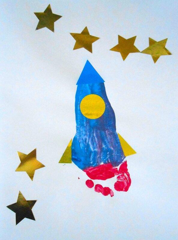 activité, anniversaire, carte, empreintes, enfant, enfants, facile, fusée, fête, Fête des Pères, garçon, manuelle, peinture, pied, pieds, simple, espace (1)