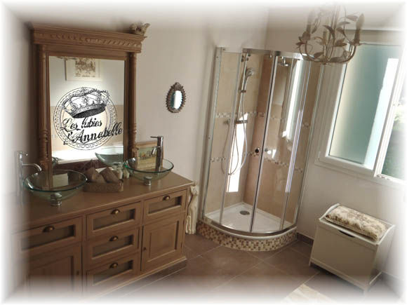 Persienne et relookage de salle de bain les lubies d for Annabelle meuble