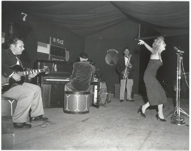 1954-02-16-5_on_7th_infantery_division-stage-030-1