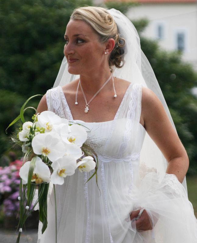 Voile long avec petit pendentif de mariée