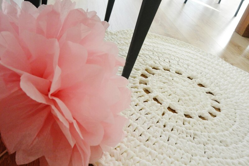 diy pompon tapis crochet tuto oh bout du fil. Black Bedroom Furniture Sets. Home Design Ideas