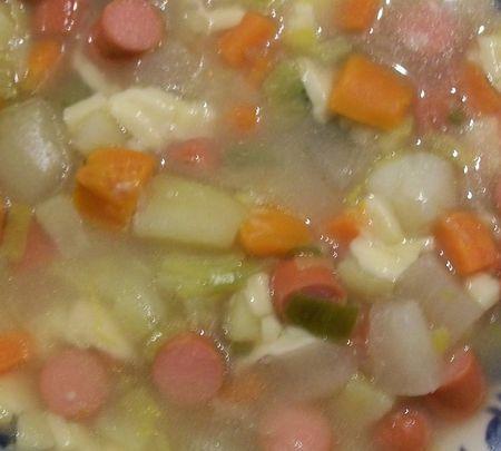 soupe_traditionnelle_au_knakis_et_raclette_10_02_04
