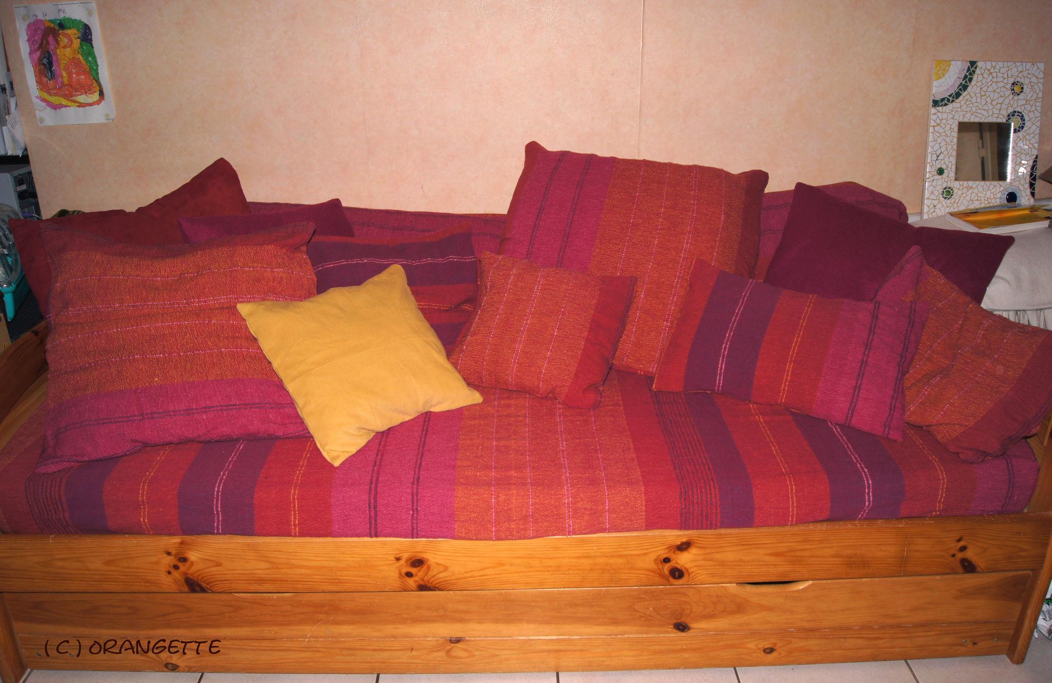 un nouveau canap ou presque puisque quelque housses suffisent tout changer fleurs d. Black Bedroom Furniture Sets. Home Design Ideas