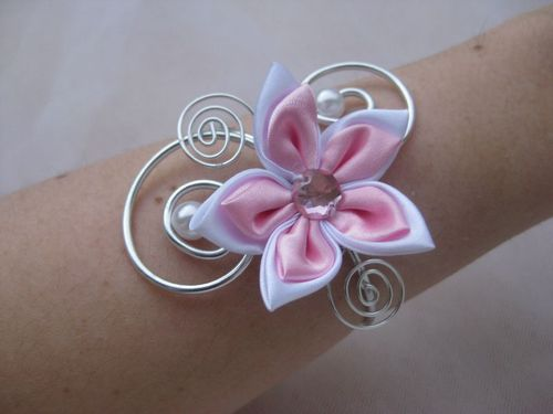 bracelet rose blanc fleur en satin photo de bracelet mariage bijoux en pagaille bijoux et. Black Bedroom Furniture Sets. Home Design Ideas