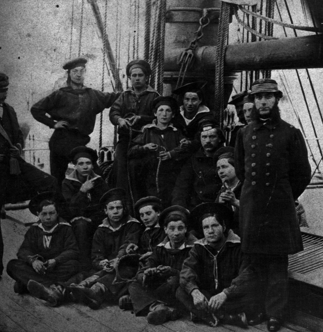 1852-1870 Un groupe de mousses et leurs officiers