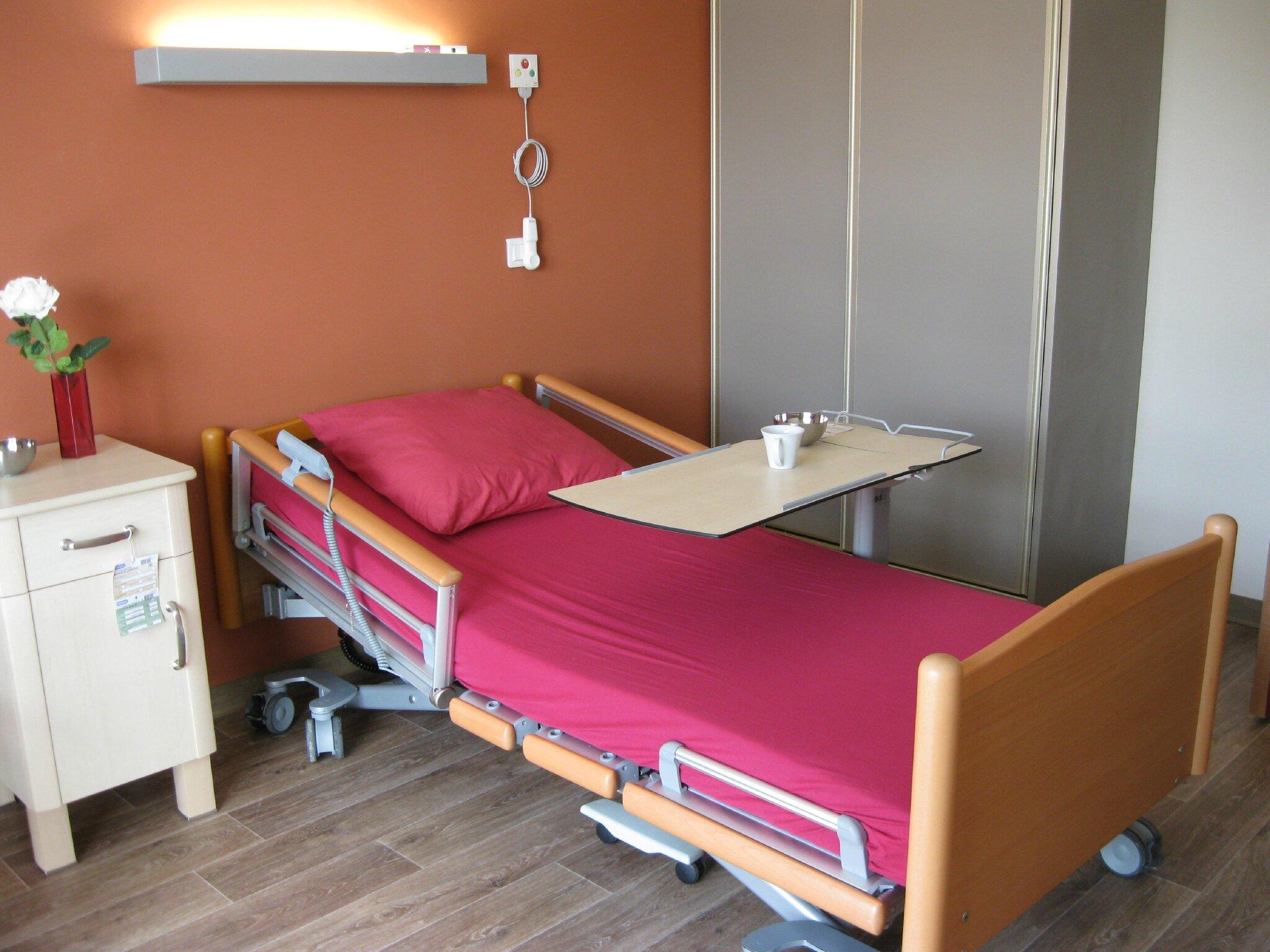 ehpad etablissement d 39 h bergement pour personnes g es d pendantes et maisons de retraite aux. Black Bedroom Furniture Sets. Home Design Ideas