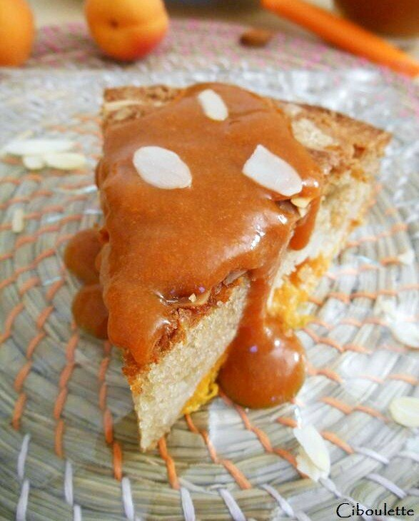 Gâteau au yaourt aux abricots, amandes & fleur d'oranger 2