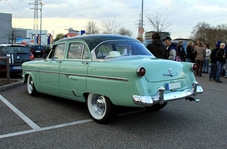 Ford_sedan_customline_1954__Rencard_du_Burger_King__03