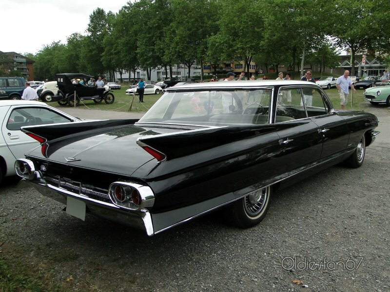 cadillac-62-4window-hardtop-sedan-1961-b
