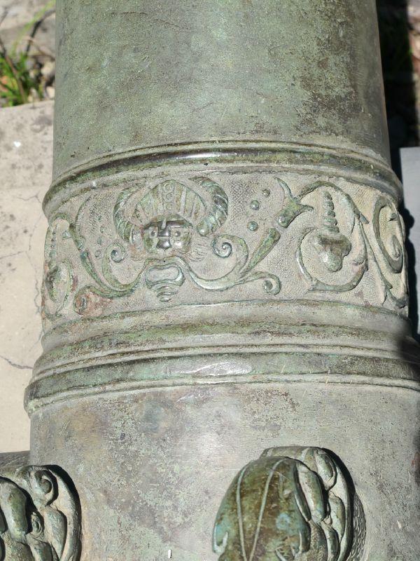 11. Décor de grotesque sur le canon hollandais VOC de Gerard Kos