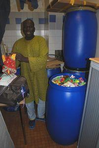 Préparation du baril de médicaments Takoro - à Paris le 04-12-11 001