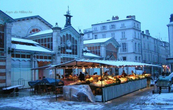 La Rochelle place du marché sous la neige