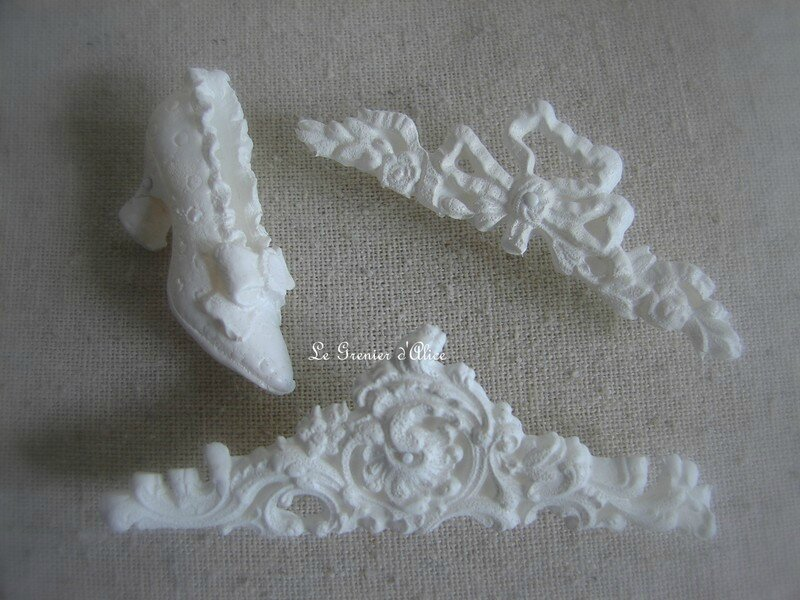Epingle decorative shabby chic blanc noeud ornement 18e moulure chaussure ancienne decoration romantique epingle de charme epingle shabby