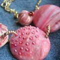 Collier fraises des bois, vue 2