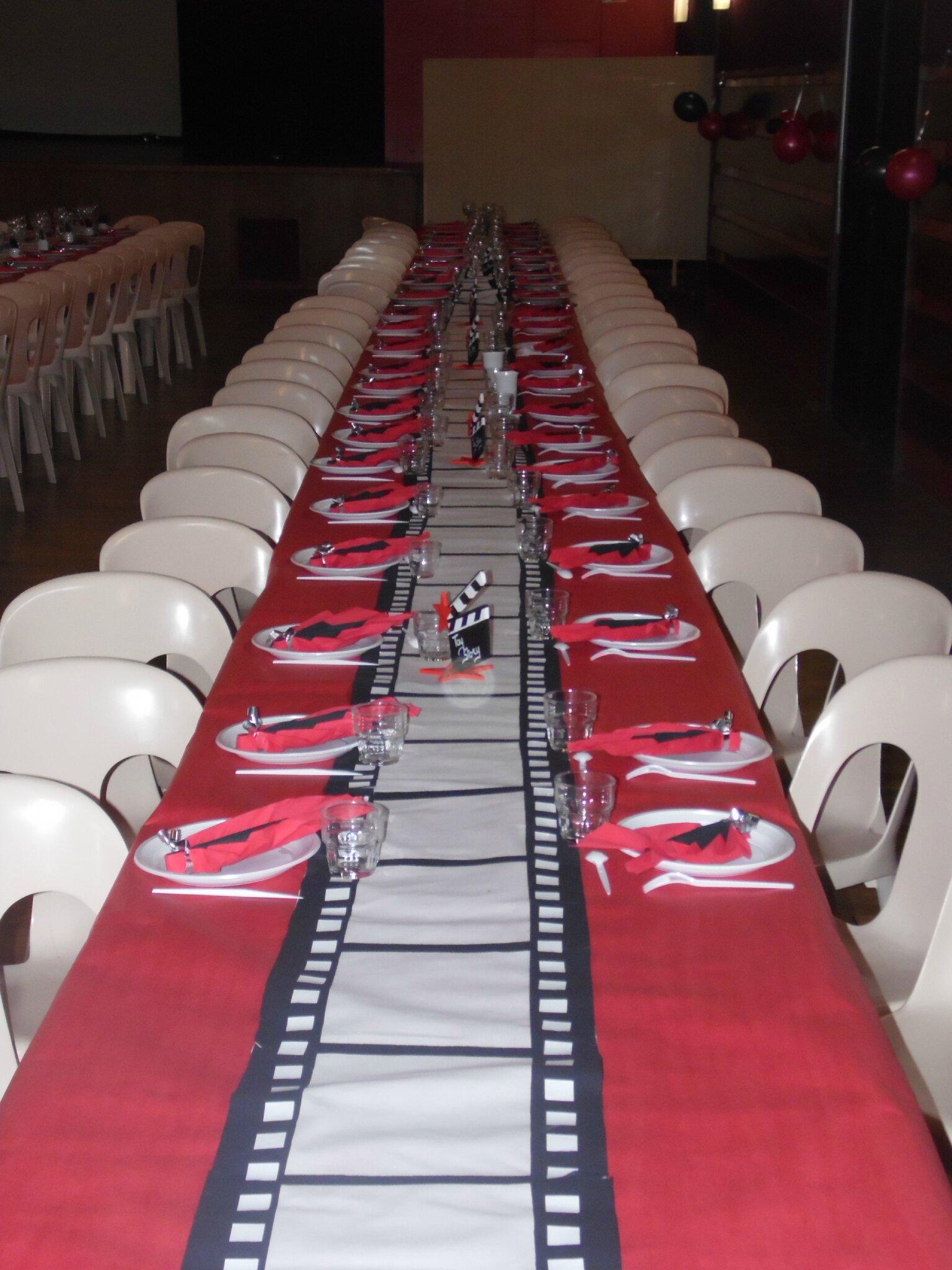 Chemin de table pellicule les ustensiles de cuisine for Table theme cinema