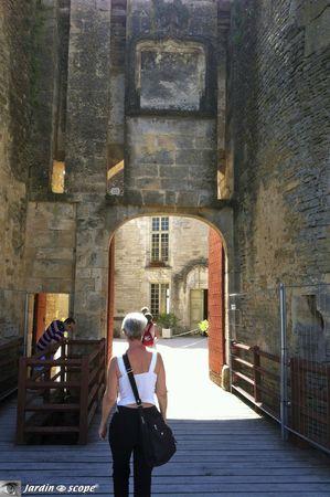 Chateau-de-Chateauneuf-en-Auxois-2
