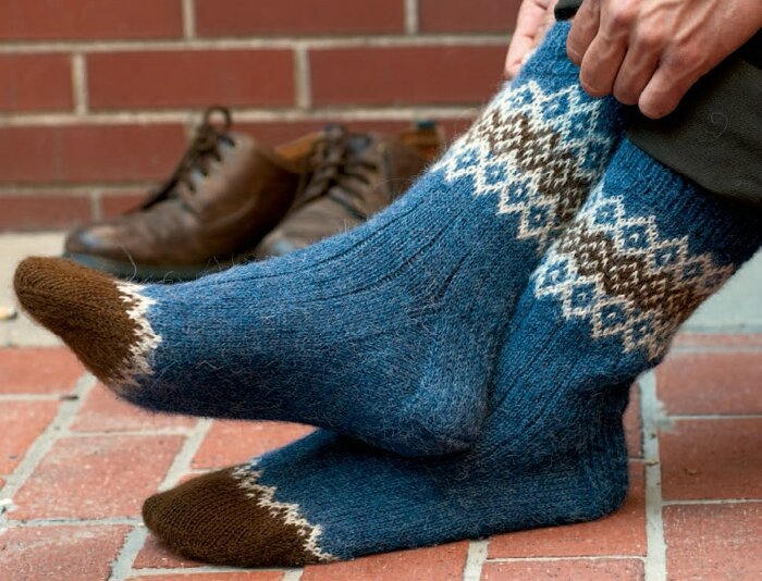 knitted-socks-borders