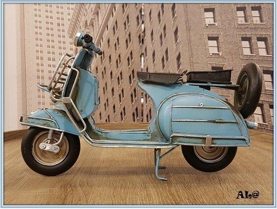 8 28 Dolcé Vita Douceur de vivre à l'italienne en scooter Film de Fédérico Fellini avec la scène mythique de la fontaine de trévi