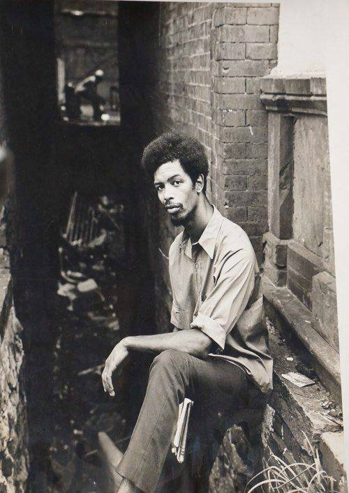 Gil Scott-Heron in a Harlem alley way in the 1970s