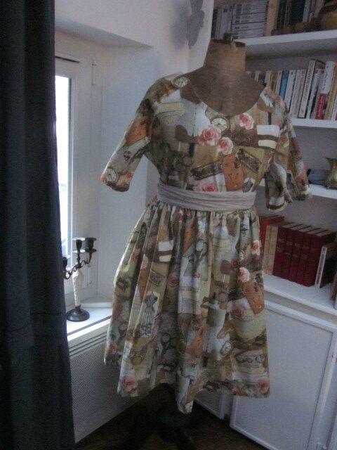 Robe RAYMONDE en coton imprimé ''l'atelier couture'' - manche raglan - longueur genoux - taille unique (7)